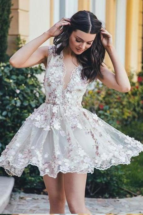 Hot Sale A-Line V-Neck Sleeveless Short White Tulle Homecoming Dress with Appliques